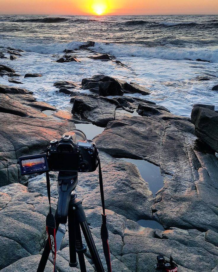 Sunrising this am. #sunrise #ocean #riseandshoot #riseandshine #sun #sea #ballito #kwazulunatal #southafrica #hardtodothishungover #hanging #pretty #wow #hashtags