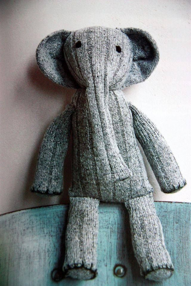 Oh my goodness, a seriously DARLING Sock Elephant!! Love love love.