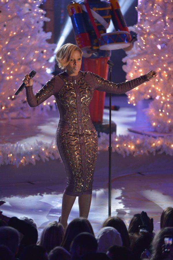Mary J Blige performing @ Rockefeller Center Christmas tree lighting ceremony