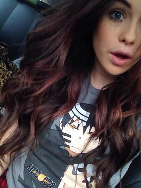 Not only do i love her hair but HER SHIRT PPL HER SHIRT AND HAIR IS TOO PERFECT