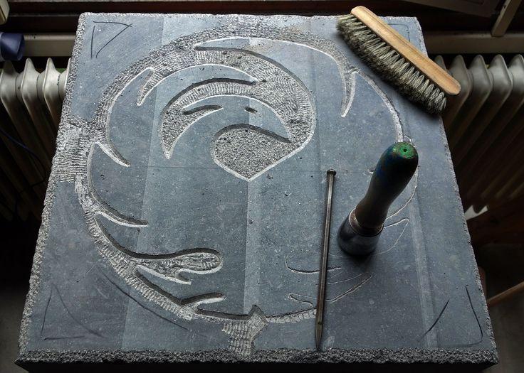 Centrale symboolsteen in het Weverslabyrint in Helmond. Deze is gemaakt door André van Veghel van Atelier Vandré. © Beeldhouwer: Andre van Veghel (www. Vandré.nl).