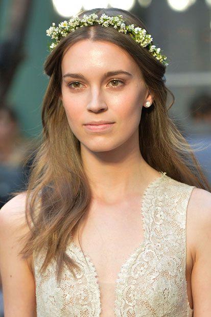 Lúcete en tu boda primaveral con un maquillaje impecable que te hará brillar desde la ceremonia hasta en la pista de baile.