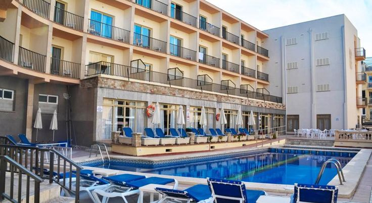 Hotel Iris El Arenal Hotel Iris has an outdoor pool and sun terrace, and is less than 50 metres from Majorca's Playa de Palma Beach. All rooms have a balcony and private bathroom.  The Iris has a comfortable lounge with air conditioning.