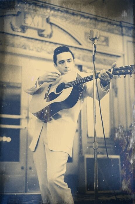Johnny Cash is an all time classic if you don't know some of his music your missing out, when I would sleep at Mistys way back when we would jam all old classic country Johnny Cash being one of the main ones!