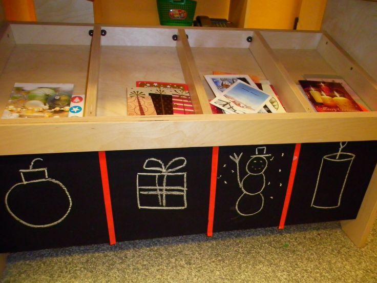 De winkel wordt een postkantoor met kerstkaarten: sorteren op inhoud
