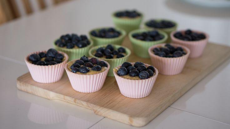 Babeczki z jagodami - żeby móc cieszyć się ich smakiem nie tylko, gdy trwa na nie sezon, zamroź zbiory i korzystaj, gdy tylko potrzebujesz upiec ciasto czy babeczki. #muffiny #finuu #cupcake #blueberries #jagody #babeczki #ciasto #inspiracje #finlandia #skandynawia #wypieki