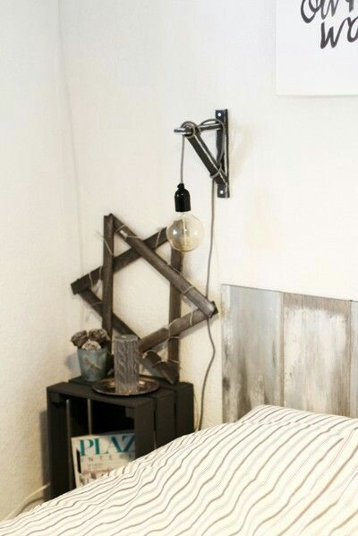 #Sänglampa #gästrum #trälåda #sänggavel #sängbord #vintage