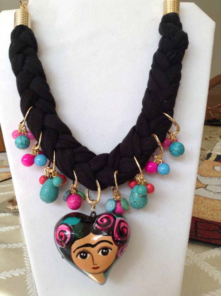 Collar de Frida Kahlo en trapillo