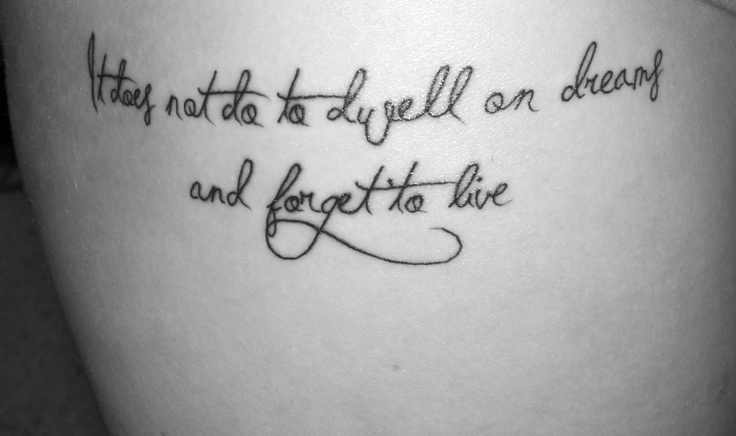 Es tut nicht gut, über Träume zu leben und zu vergessen, zu leben.