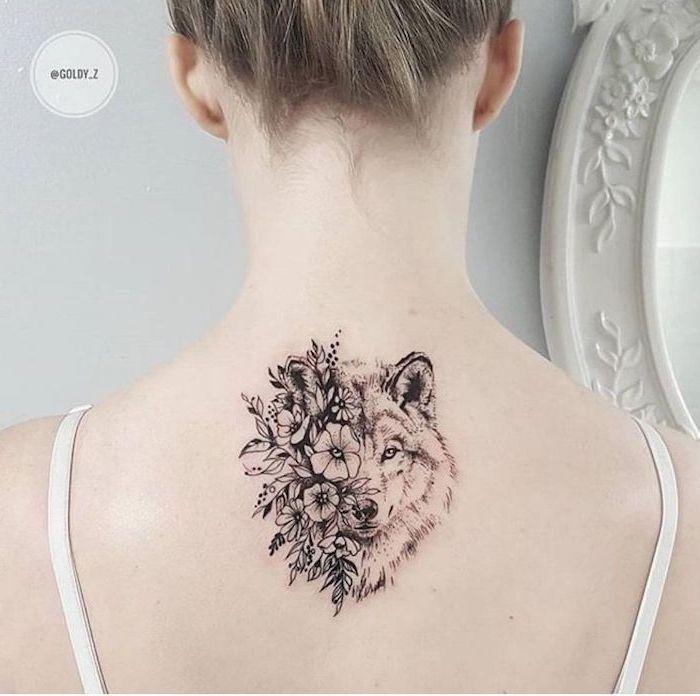 Tattoo Arm Frauen – wolf tattoo für frauen, eine junge frau mit einem rücken tattoo mit … #womentattooarm #armtattoos