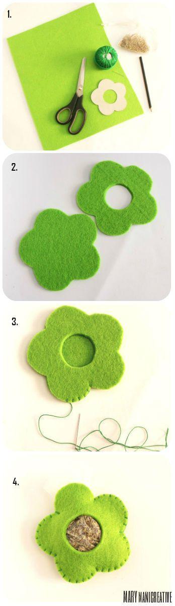 Questa settimana ho riservato per voi un piccolo regalino.  In uno dei miei primi post vi ho mostrato dei fiorellini in feltro profumabia...