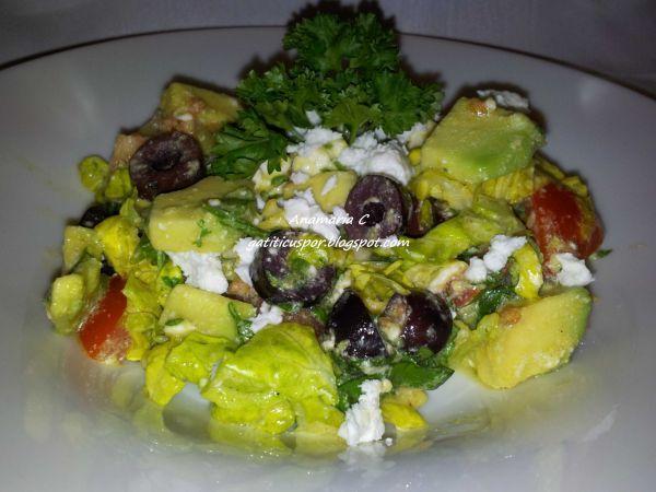 Rețetă Salata cu avocado, de Gatiticuspor - Petitchef