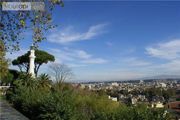 Het groene park Borgo op de heuvel in de leukste wijk van Rome Trastevere biedt een schitterend uitzicht over Rome en Vaticaanstad.