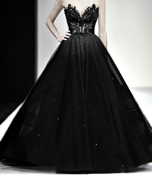 Michael Cinco fabulous huge black gown.