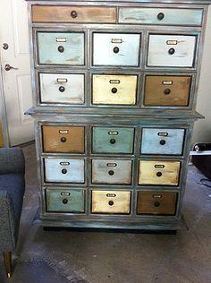 afwerking op dressoir tot apotheker kast gedaan, beschilderde meubels