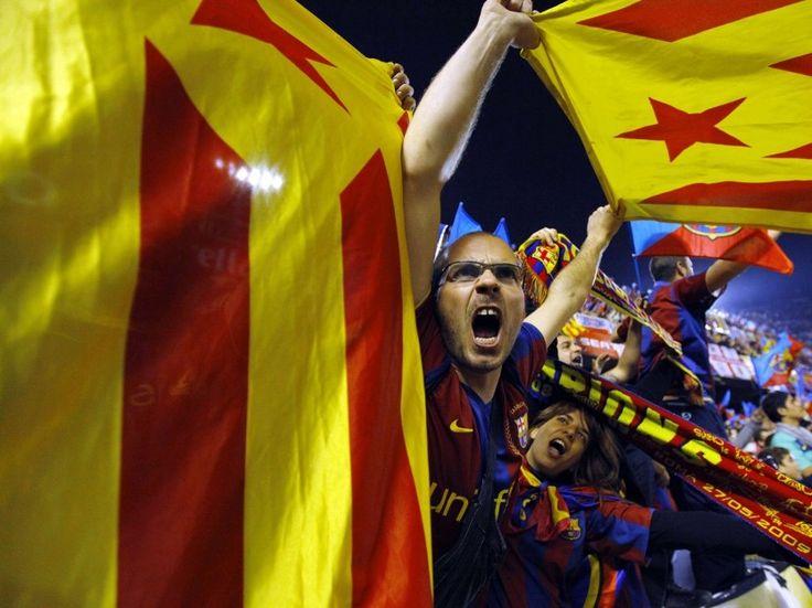 Que faire du Barça si la Catalogne devient indépendante? - Rue89. Le 7 octobre 2012, le Clasico opposant le FC Barcelone au Real Madrid accouche d'un match nul. Mais ce que la plupart des socios catalans retiennent n'a rien à voir avec le tableau d'affichage. Après 17 minutes et 14 secondes, les presque 100 000 voix présentes au Camp Nou s'égosillent dans un même cri.