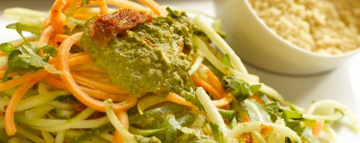 Amanprana Recepten, vegetarische 3 kleuren pasta met pesto saus en rawmezan, met Amanprana biologische olijfolie van hermanos Catalan