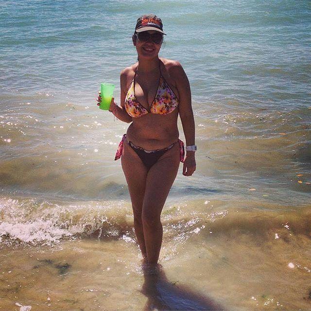 Vacilandose una en buche Estas son las fotos de los visitantes a nuestras playas de Higuerote .  Si quieres aparecer en nuestro perfil etiquetanos #higueroteonline /  Más na!!! #fotografia #repost #playabuche #Higuerote #Barlovento #Miranda #Venezuela #findesemana #mar #sol #naturaleza #beach #belleza #latina #love #girl #pretty #picoftheday