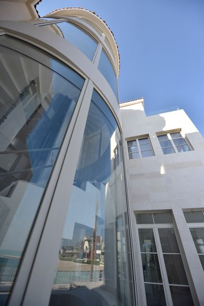Curved-in-plan wood-Aluminium windows