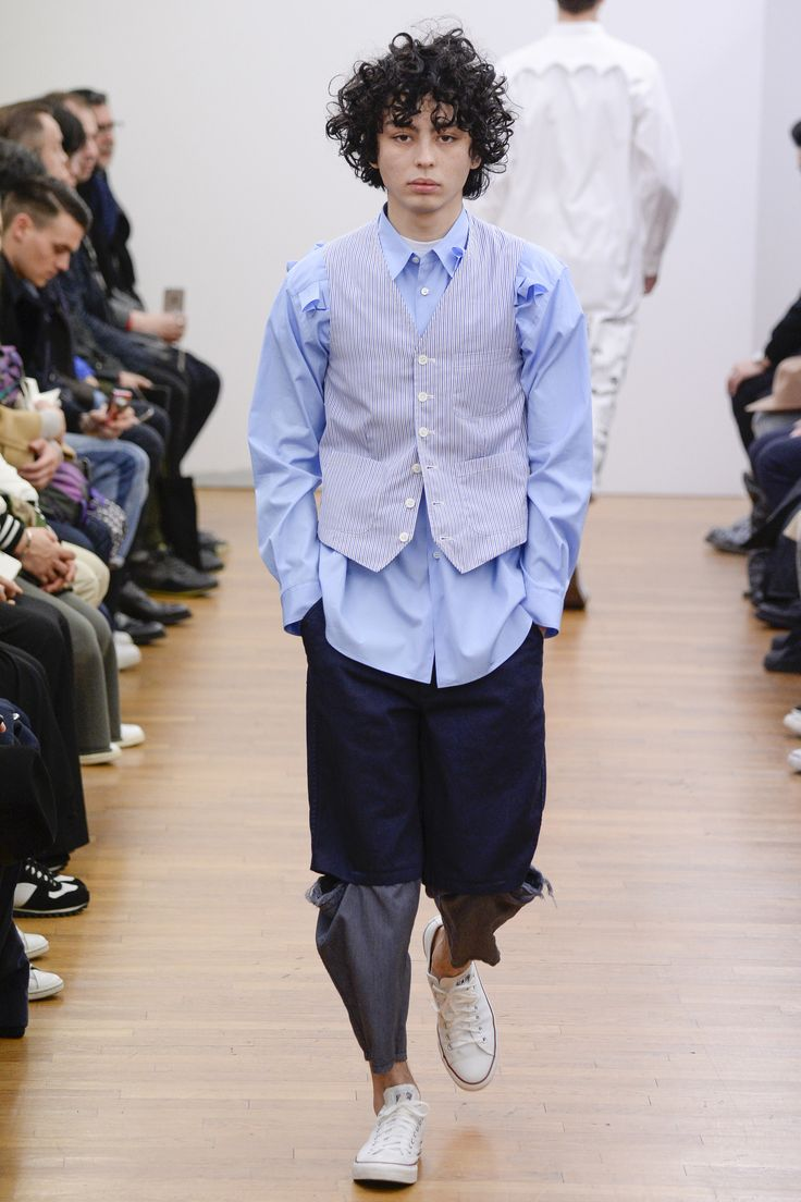 See the complete Comme des Garçons Shirt Fall 2016 Menswear collection.