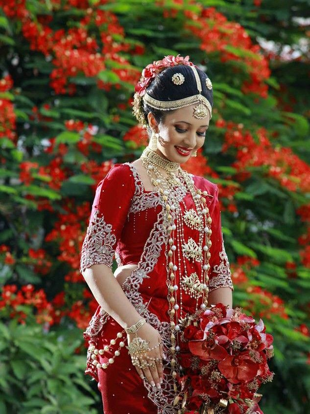 Beautiful Traditional Kandyan Bride Asian Bridesmaid