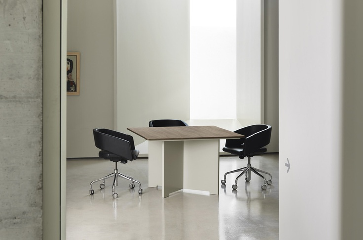 MV square meeting table & MAJOR chairs by SITIA