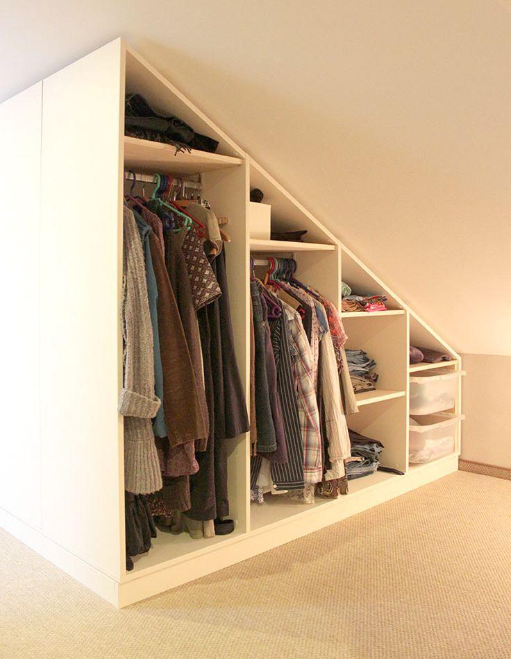 schappenkast met een schuine wand als kledingkast