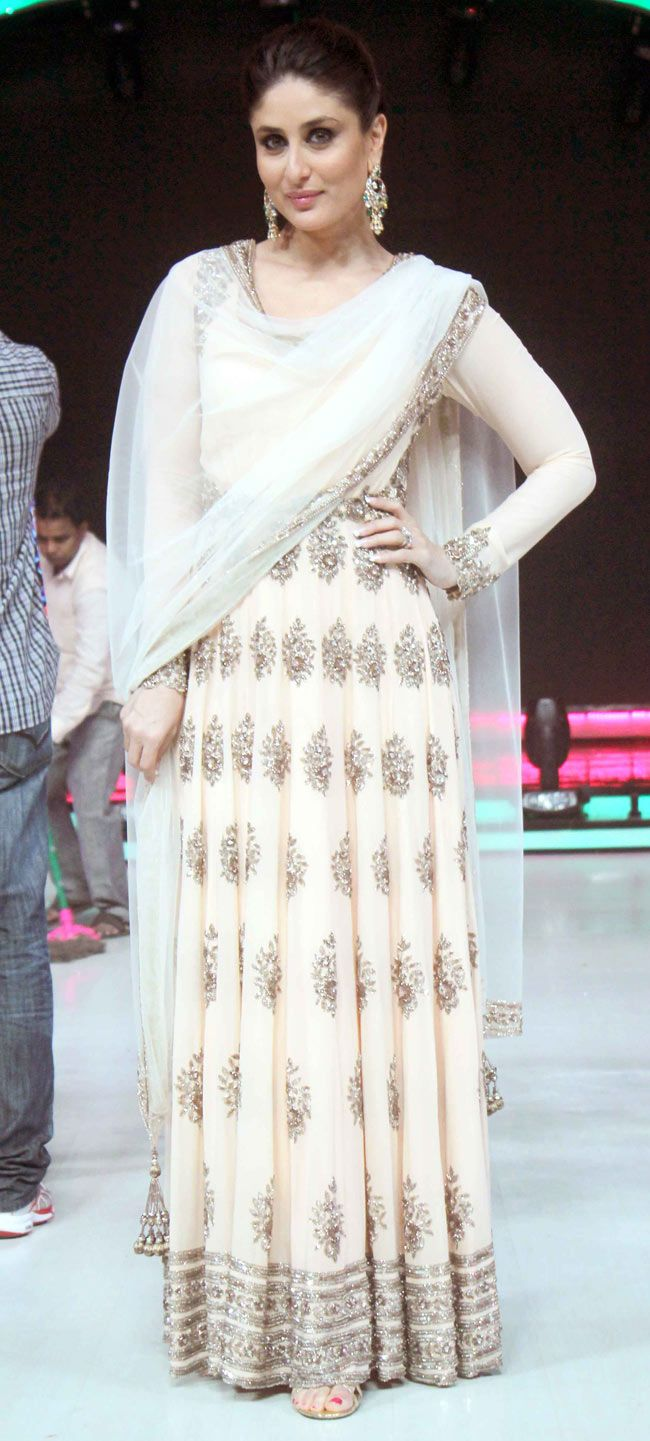 Kareena Kapoor looked truly regal as she arrived wearing a pale pink and gold embellished Manish Malhotra outfit on 'Jhalak Dikhhla Jaa'. #Style #Bollywood #Fashion #Beauty