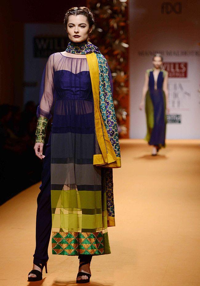 Esha poses in poise on runway for Manish Malhotra's show - | Photo10 | India Today |
