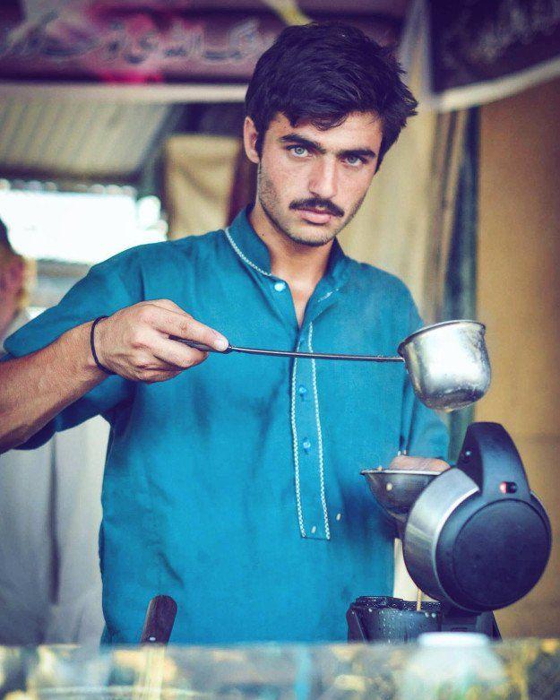Vendedor de chá assina contrato como modelo após foto viralizar