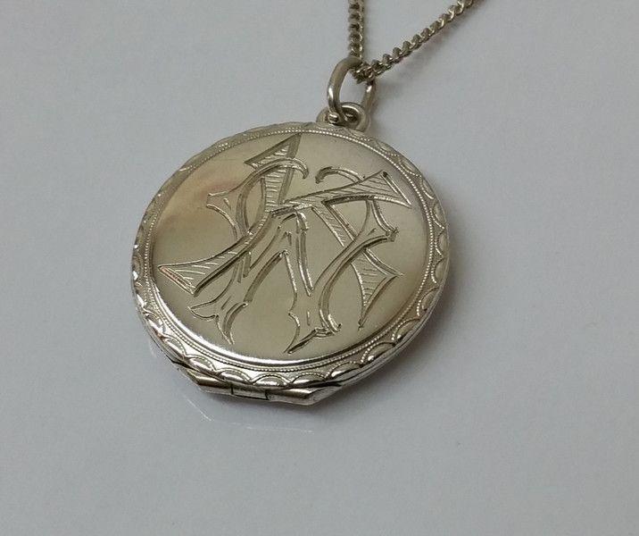 """Vintage Anhänger - Medaillon Silber rund Initialien """"KW o. WK"""" SK689 - ein Designerstück von Atelier-Regina bei DaWanda"""