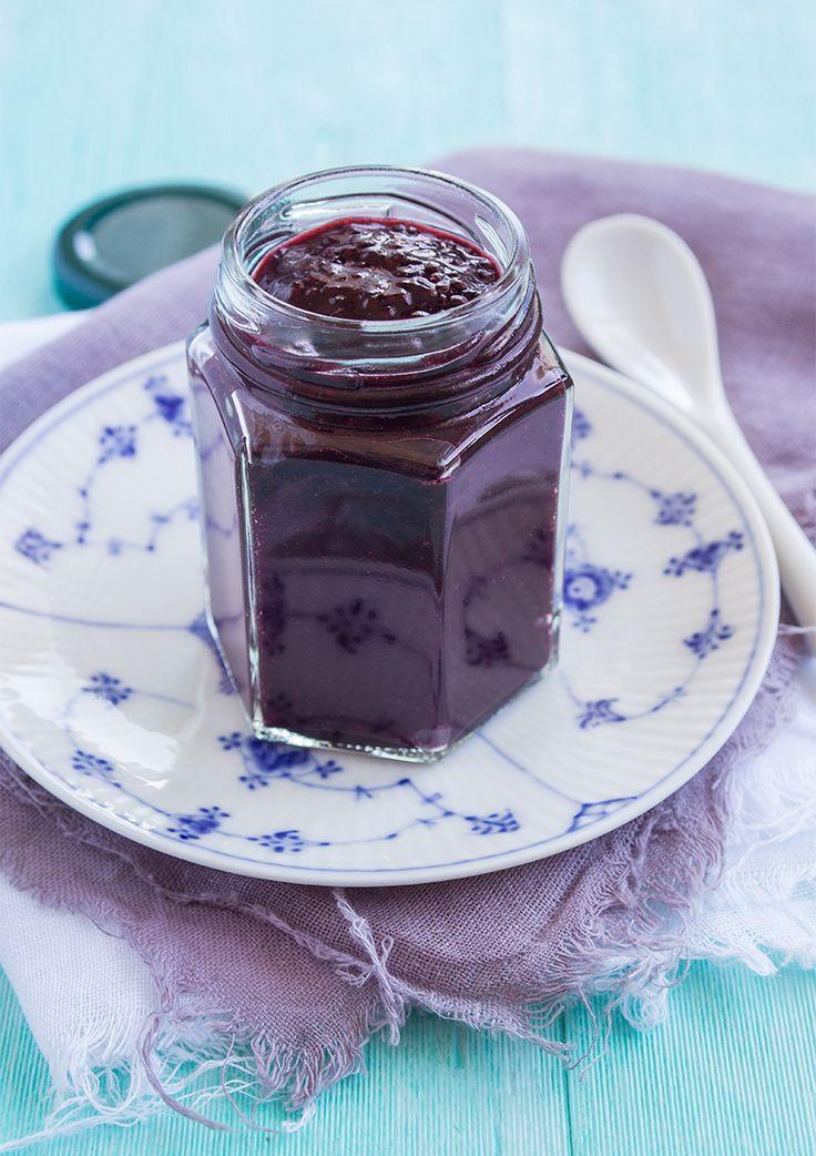 Chia jam with blueberries and vanilla. (Chiasylt med blåbär och vanilj.)
