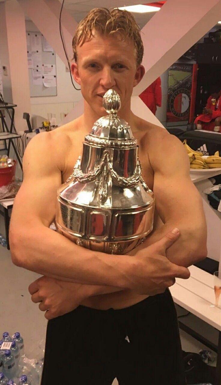 Hij wou een prijs winnen en op de coolsingel staan, nou het is de captain dirk kuyt gelukt, HEBBES