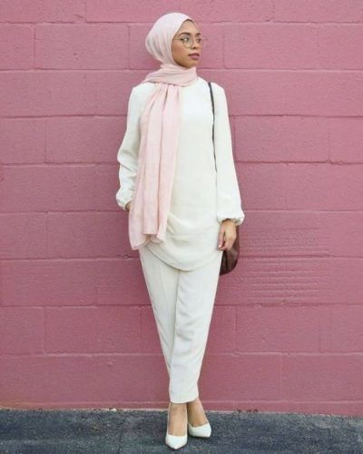 white hijab outfit with pink scarf-Hijab lookbook ideas http://www.justtrendygirls.com/hijab-lookbook-ideas/