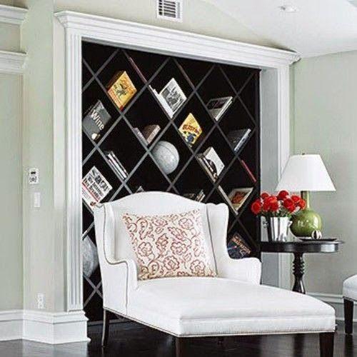 Красивые полки из дерева для гостиной в классическом стиле