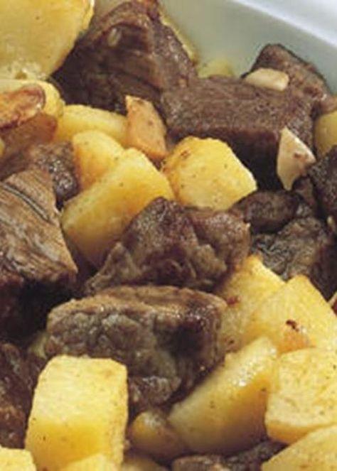 Carne Salteada com Batatas. Famoso picadinho