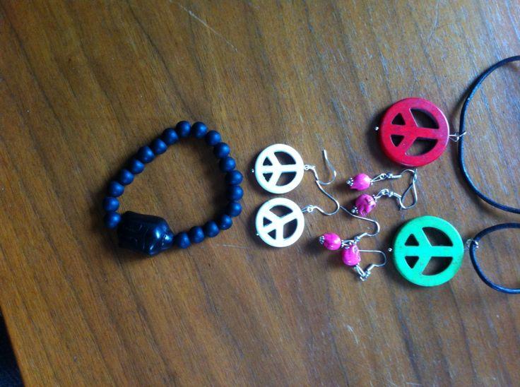 Armband av Lavapärlor eller hematitpärlor med Buddha. Örhängen peace 2,5 cm, halsband med peacemärke i läderband, örhängen med döskallar (av howlitepärlor)