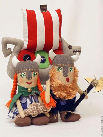 Викинг. Женщина викинг. Корабль викинга Драккар. Игровая кукла. Недорогой подарок мальчику.  Кукла Викинг. Викинг в подарок. Купить недорого. Историческая кукла.