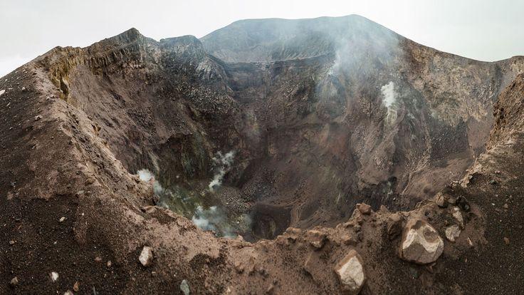 El impresionante cráter del volcán Telica, en Nicaragua