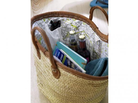 Veredeln Sie Ihre Einkaufs- oder Markttasche mit einem reiß- und wasserfesten Stadtplan oder einem kleinen Beutel für Schlüssel und Co in der Seitennaht. In unserer Nähanleitung sehen Sie, wie es geht. http://www.fuersie.de/stricken/kostenlose-strickanleitungen/artikel/diy-anleitung-markttasche-mit-innenleben