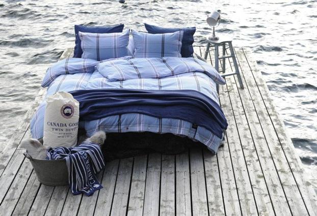 Duvets and pillows with very high quality. The collection also consists of pillow cases, sheets, duvet covers and blankets.    Dyner og puter med svært høy kvalitet. Kolleksjonen består også av putevar, laken, dynetrekk og pledd.