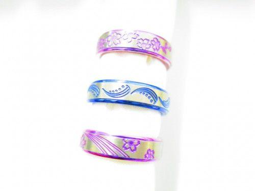 輪工房の結婚指輪 ソメイ・ヨシノ・ユリカ。 アレルギーフリーのチタンリング。 色鮮やかに発色もできます。 詳しくは、2015年2月17日の高崎工房スタッフブログ「チタンの中でも着け心地抜群♡」でご紹介。