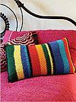 Вязаная спицами полосатая подушка