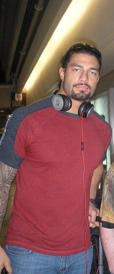 sometimes i feel like i will die of heartbreak  HE'S SOOOO FUCKING HOT @WWEromanreigns