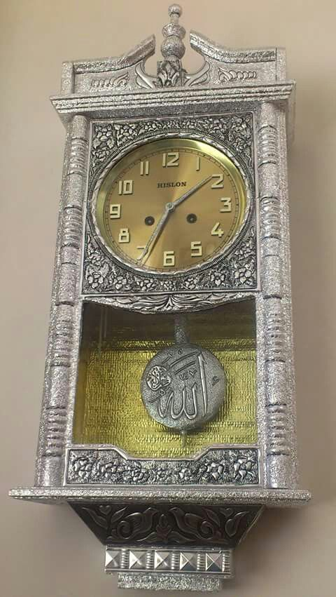 Reloj en repujado