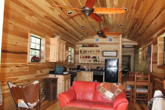 Best 25 rustic barn homes ideas on pinterest a barn for Barns with apartments above