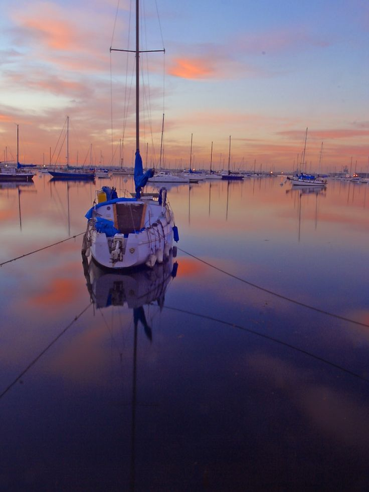 Practical tips on how to sail around the world for free. If you're interested in sailing, free travel and adventure, find tips for your next free adventure travel experience here.