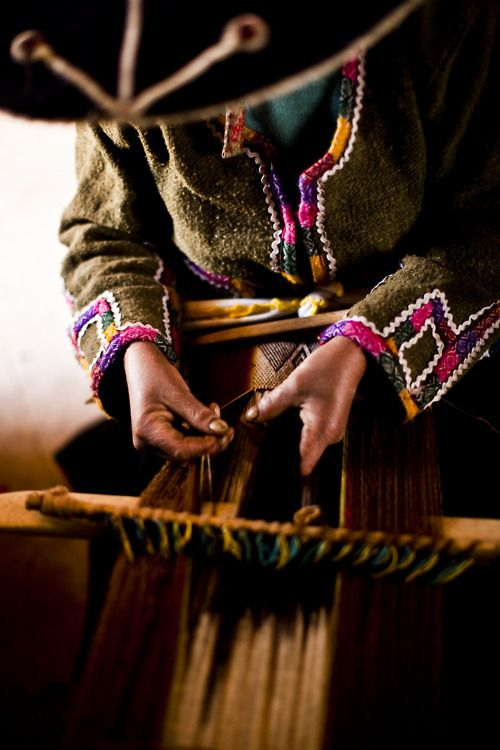 Want to learn more about andean waving in Peru? RESPONSible Travel Peru offers a great weaving workshop in the local community Huaripampa, Ancash. #RESPONSibleTravelPeru