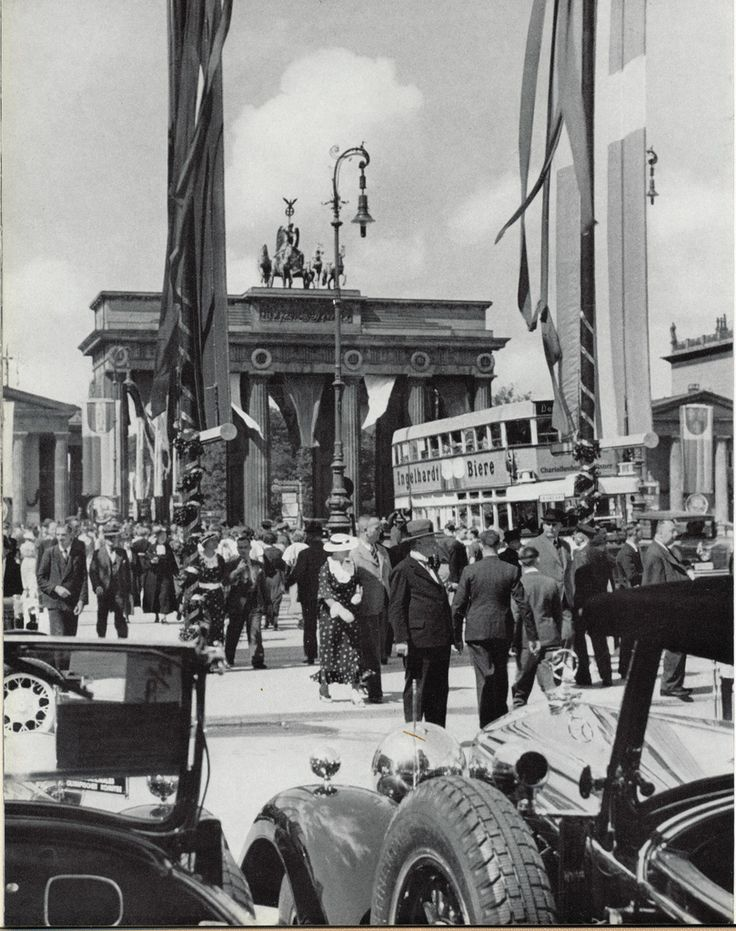Berlin, Brandenburger Tor, 1930                                                                                                                                                                                 Mehr