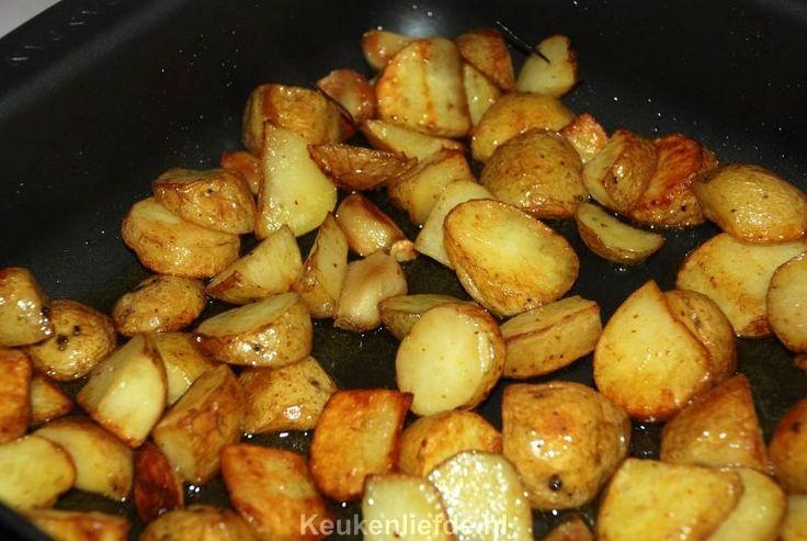 Aardappels uit de oven met knoflook en rozemarijn
